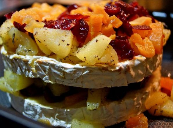 Camembert aux fruits, fondu au four - 1